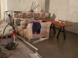 Tische und Bänke